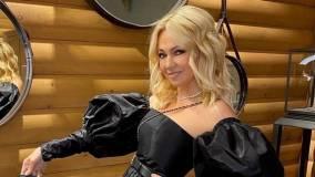 Яна Рудковская показала новую сумку-седло за 355 тысяч рублей