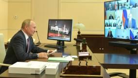 Путин поручил возобновить индексацию пенсий работающим пенсионерам