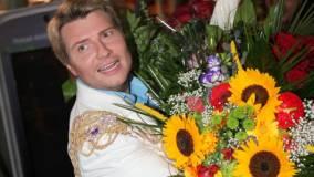 Николай Басков написал поздравления маме и Владимиру Путину