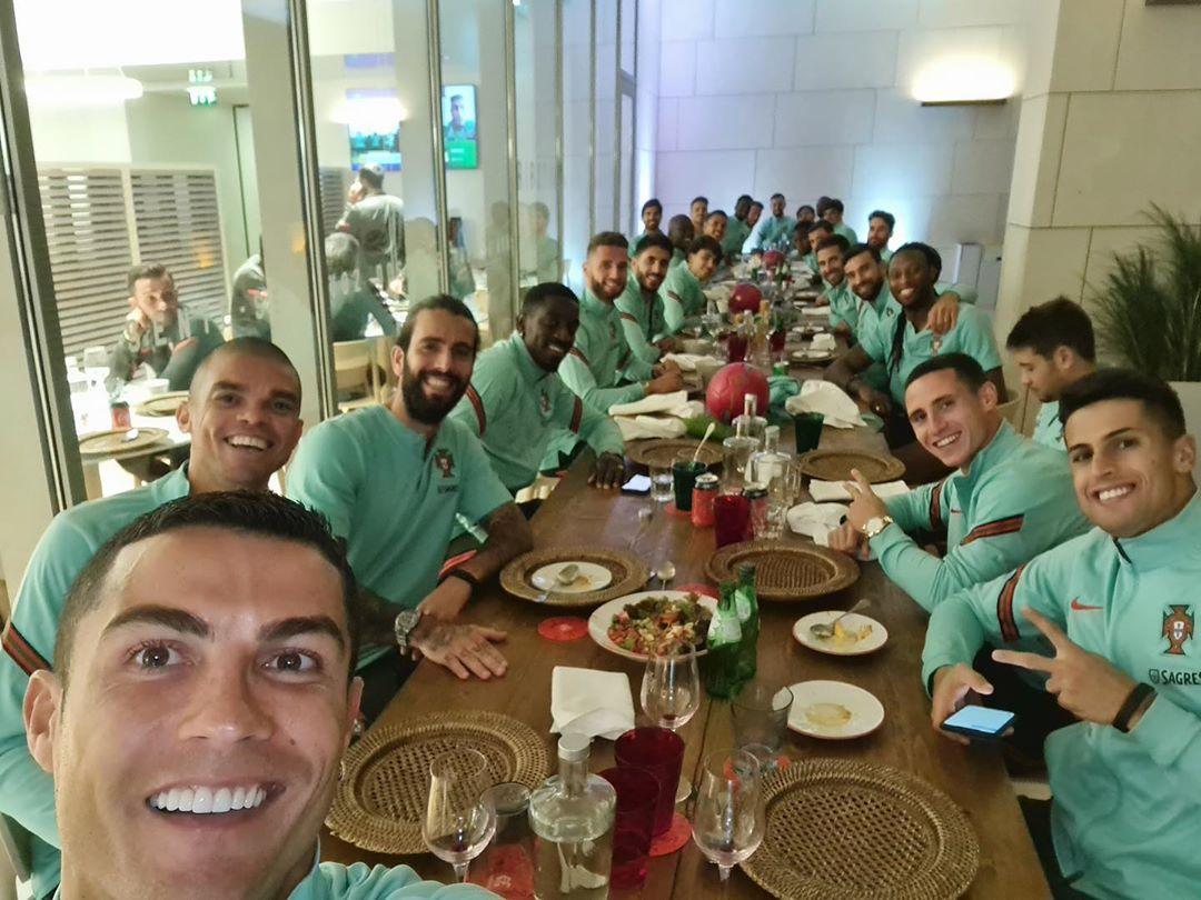Криштиану Роналду с игроками сборной Португалии, Instagram