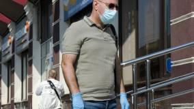 Главный инфекционист Минздрава назвал ношение перчаток неэффективным