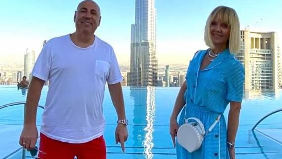 Шнуров высмеял Пригожина и Валерию за фото из Дубая