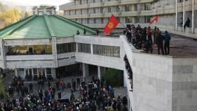Кремль прокомментировал решение президента Киргизии уйти в отставку