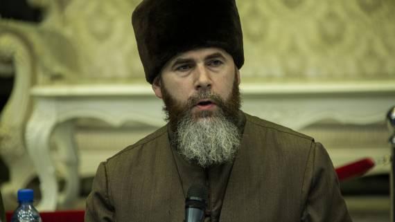 Муфтий Чечни назвал врагами поддерживающих Макрона французов