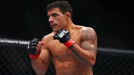 Соперник Махачева дос Аньос снялся с турнира UFC 254 из-за заражения коронавирусом