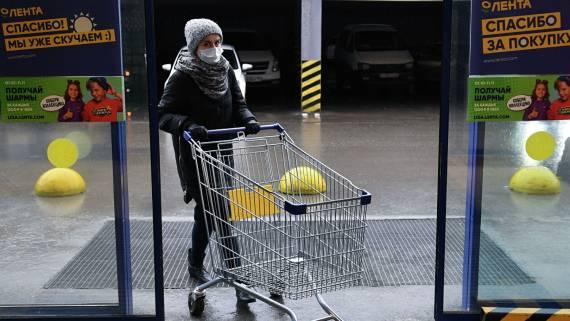 РБК: россияне начали закупать товары впрок из-за ситуации с COVID-19