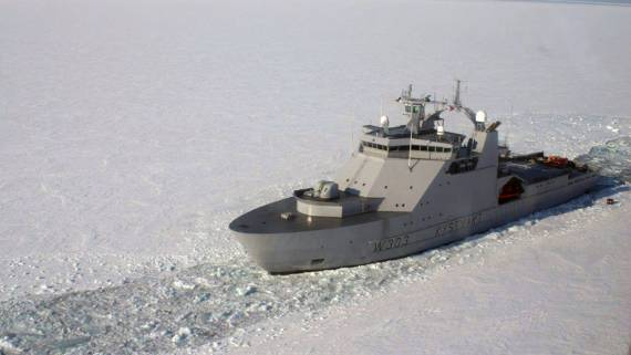 В воды Северного морского пути вторгся норвежский военный корабль KV Svalbard