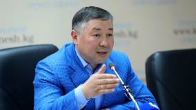 В Киргизии спикер парламента Исаев не стал исполнять обязанности президента
