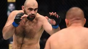 Россиянин Ахмедов снялся с боя против Веттори на турнире UFC