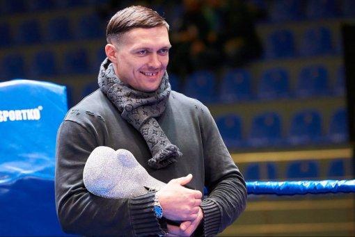 Боксер Усик приобрел автомобиль, стоимостью 30 млн рублей