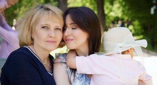 Актриса Алеса Качер призналась, что муж уже полгода не живёт с ней и сыном