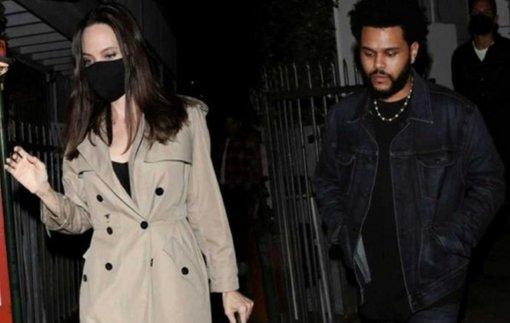 Знакомые актрисы Анджелины Джоли отметили её сильные изменения после начала нового романа с темнокожим рэпером The Weeknd