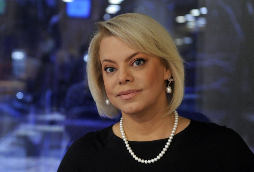 Актриса Яна Поплавская со скандалом ушла из студии шоу Андрея Малахова