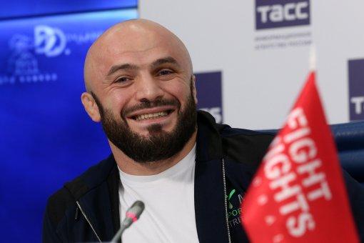 Боец Магомед Исмаилов пожаловался на трудности весогонки перед боем с Минеевым