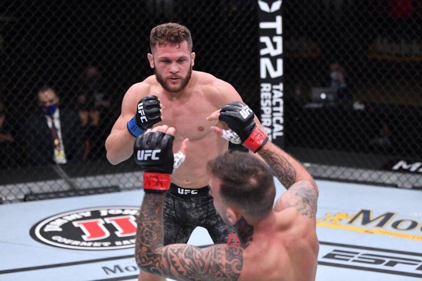 Боец UFC Рафаэль Физиев отказался выступать под флагом Кыргызстана из-за травли