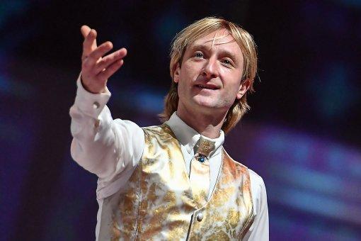 Фигурист Евгений Плющенко показал танцы своего годовалого сына Арсения