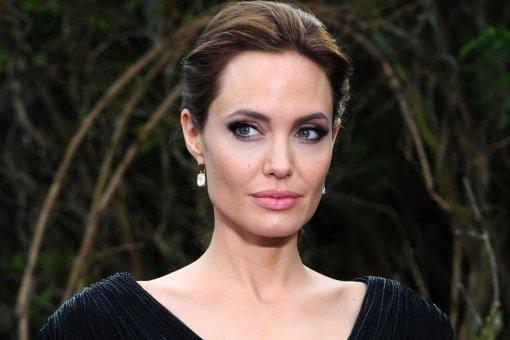 После судебных разбирательств с Брэдом Питтом: Анджелина Джоли вышла на красную дорожку вместе с детьми