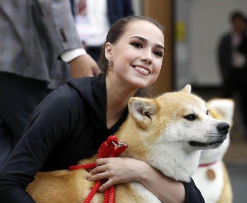 Фигуристка Алина Загитова показала новое фото с собакой Масару