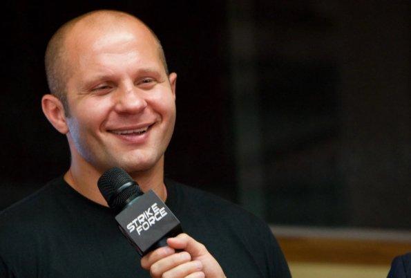 Боец Федор Емельяненко на пресс-конференции осадил переводчика за ошибку
