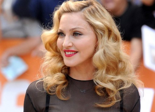 Состарившееся лицо и выпирающий живот Мадонны на фото папарацци напугали поклонников
