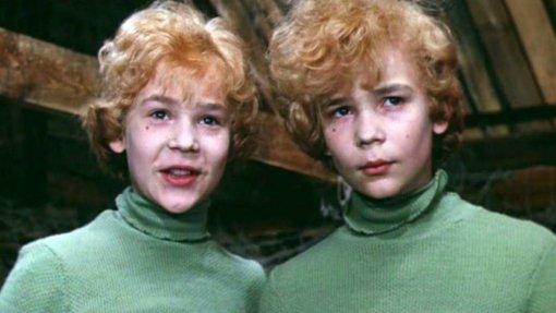 Фотографии 55-летних близнецов из фильма «Приключения Электроника» рассмешила пользователей