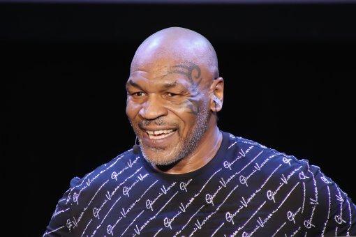 Легендарный боксёр Майк Тайсон сказал, что хотел бы увидеть бой Усика против Уайлдера или Руиса