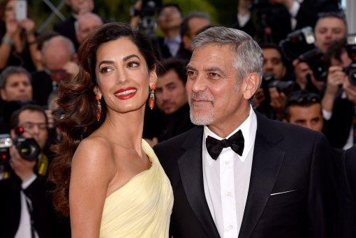 Актёр Джордж Клуни появился на премьере своего фильма в компании жены