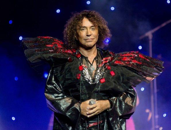 72-летний певец Валерий Леонтьев госпитализирован с коронавирусом в Москве