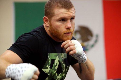 Боксёр Сауль Альварес заявил, что ему некогда драться с Геннадием Головкиным