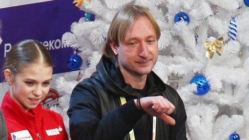 Реакция Евгения Плющенко на оценки Трусовой чуть не стоили ей наказания от судей