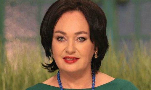 Телеведущую Ларису Гузееву выписали из инфекционной больницы в Коммунарке
