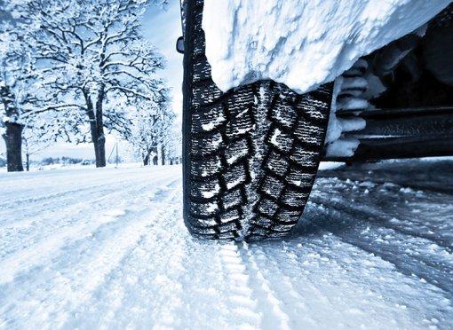 Водителям в РФ назвали 5 причин выпадения шипов из зимних шин