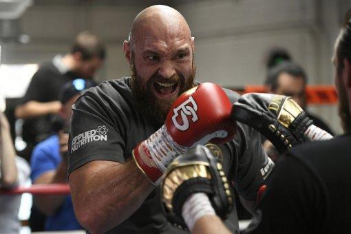 Боксёр Тайсон Фьюри шумно отпраздновал свою победу над Уайлдером в ночном клубе