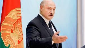 Лукашенко в случае добровольной отставки пообещали неприкосновенность
