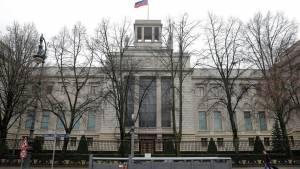 Посольство России запросило в Берлине консульский доступ к Навальному