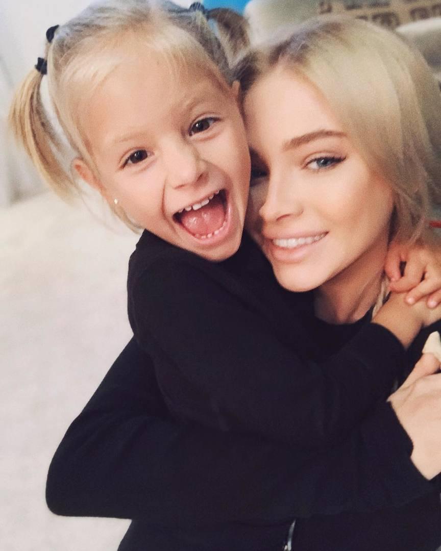 Алёна Шишкова с дочерью Алисой. Источник: https://www.instagram.com/missalena.92/