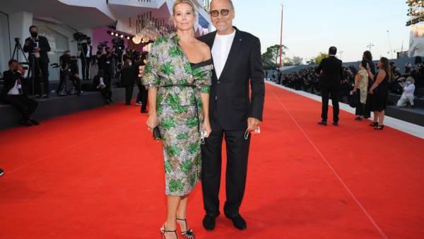 Юлия Высоцкая поразила публику своим нарядом на Венецианском кинофестивале