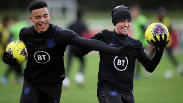 Английские футболисты вызвали девушек в номер и вылетели из сборной