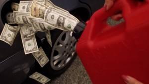 Более половины водителей в России пытаются снизить расходы на топливо