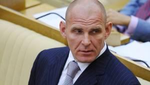 Госдума досрочно прекратила полномочия депутата Александра Карелина