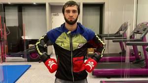 Тухугов объяснил, почему бегал от соперника в третьем раунде