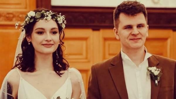 Вчера: 19-летняя дочь Толкалиной и Кончаловского вышла замуж
