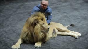Запашный предложил Нурмагомедову потренироваться на львах