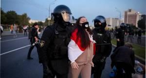 В Минске против протестующих применили водометы и слезоточивый газ