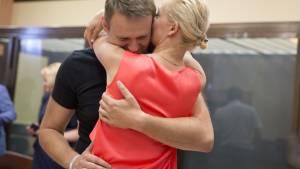 Навальный признался в любви к жене: «Юля, ты меня спасла»