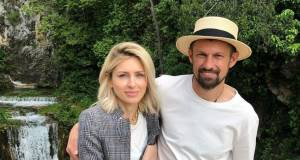 Семак жестко ответил журналистам, распространивших переписку его жены Влашичем