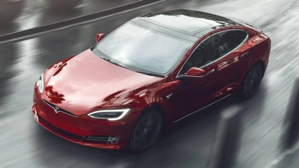 Tesla анонсировала 1100-сильную Model S Plaid