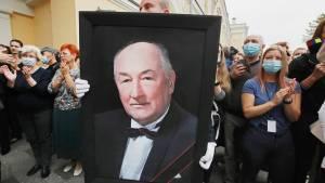 Вчера: Актера Клюева похоронили на Троекуровском кладбище в Москве