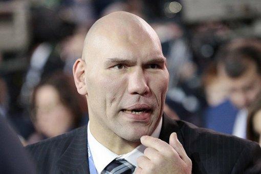 Бывший боксер и депутат Госдумы Николай Валуев предостерег Усика от поездки в Крым