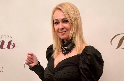 Продюсер Яна Рудковская в спешке улетела на вечеринку к друзьям, не успев сделать причёску